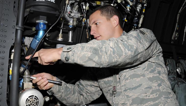 维护人员的熟练和专业程度对于航空液压系统而言非常重要.png