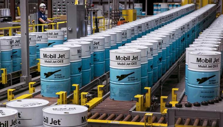 Mobil Jet Oil II的全自动灌装生产线.png